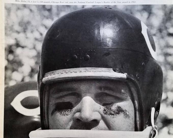 Mike Ditka Chicago Bears Rookie QB 1961 Pitt Grad 2pps Da Bears QB Before Coach 84 Super Bowl Champs BW action pics 13x10 Ready Frame