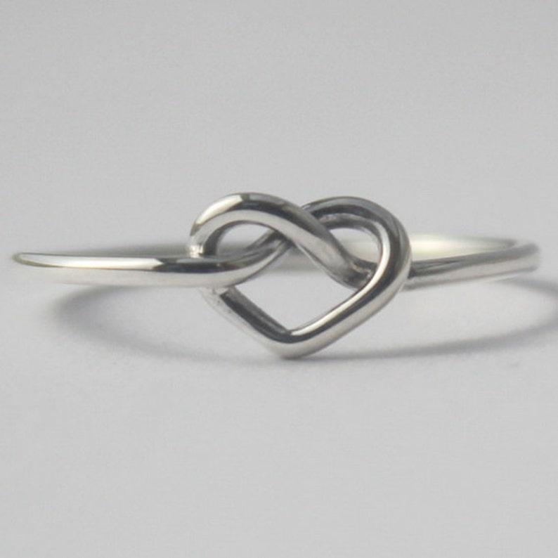95ae918448e2 Anillo de plata esterlina nudo corazón símbolo de amor