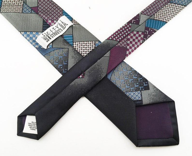 1980s Men/'s Retro Deco Skinny Tie Vintage Narrow Silver Gray Woven 80s necktie by City Streets with Abstract Designs
