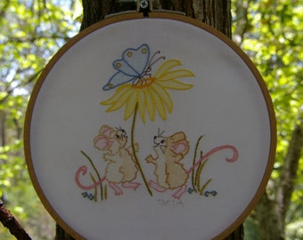 embroidery pattern. hoop art. hand embroidery. nursery wall art. Mouse design.