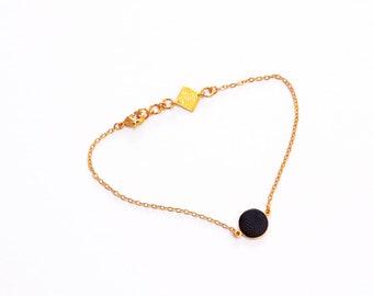 curb chain gold bracelet leather pad like a small confetti - LILI