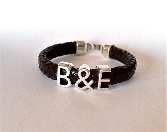 initialen leder armband f r m nner geschenkideen armband. Black Bedroom Furniture Sets. Home Design Ideas