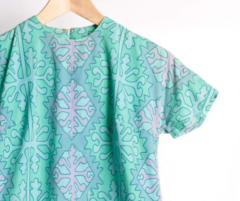 vintage MID CENTURY ornate detail colorful SHORT sleeve boxy shirt