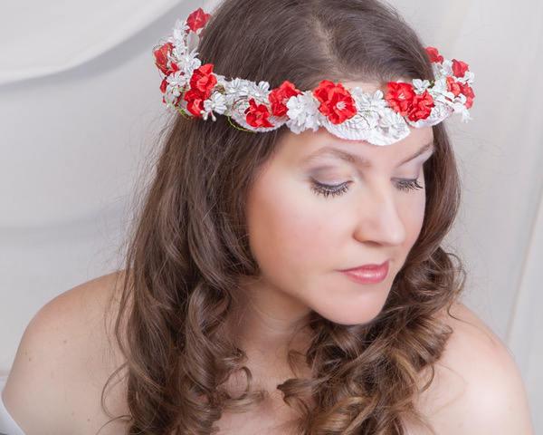 couronne fleurs rouges blanches pour cheveux couronne. Black Bedroom Furniture Sets. Home Design Ideas