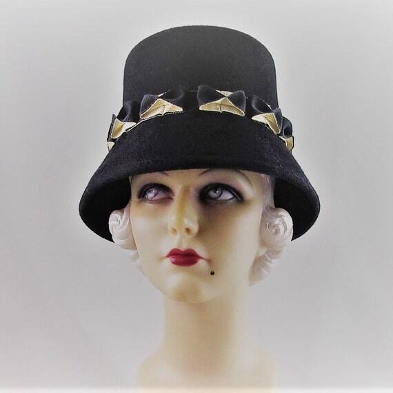 PETER BETTLEY Noir et Blanc Mariage Ascot Hatinator chapeau Mère de la mariée