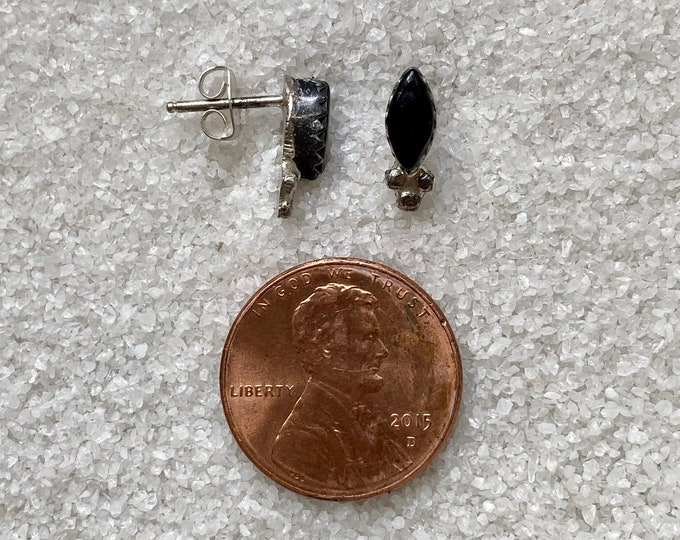 Native American Handmade Vintage Indigenous Sterling Silver Onyx Stud Earrings Choice of Size