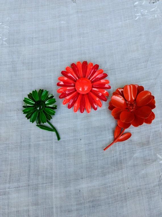 Vintage Flower Power Enamel Daisy Pin / Pins circa