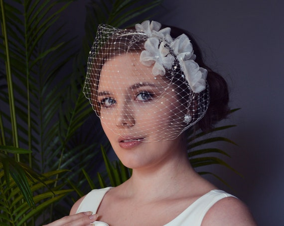 White Birdcage Veil, Bridal Headpiece, Wedding Fascinator, Ivory Birdcage Veil with Flowers, Short Veil, Bridal Hair Accessories