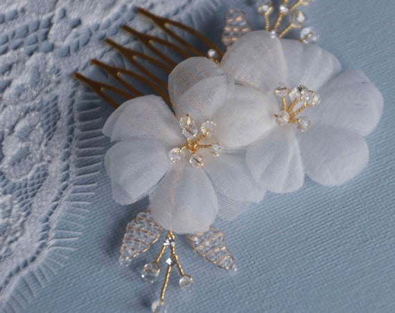 Bridal Hair Comb, Wedding Headpiece, Small Side Comb, White Silk Flowers, Crystal Hair Vine,Decorative Comb, Crystal Comb, Brude hår pynt