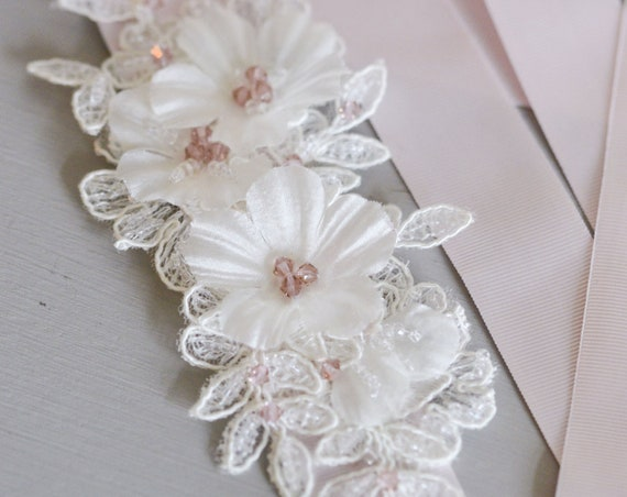 Bridal Belt, Bridal Sash Belt, Blush Pink Wedding Belt , Floral Bridal Sash, White Lace Sash, Blush Pink Floral Belt