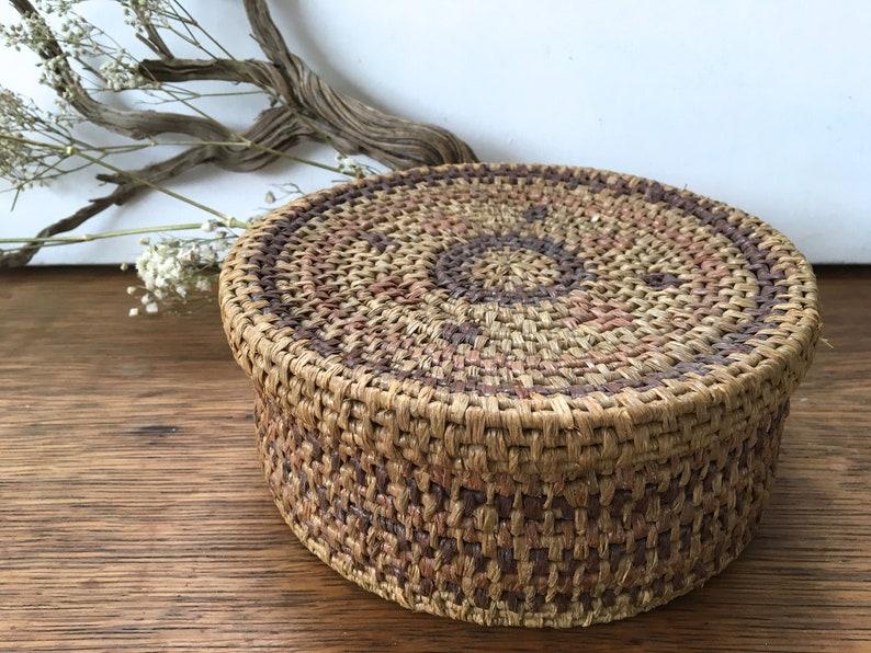 Vintage Coiled Woven Basket With Lid, Lidded Storage Bohemian Basket, Boho  Southwestern Decor, Raffia
