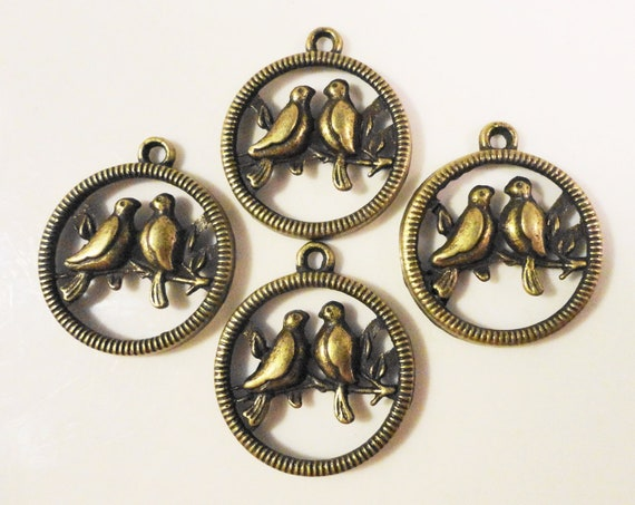 Bronze Bird Charms 23x20 Antique Brass Metal (Bronze) Circular Love Bird Pendant Charm Lead Free Jewelry Making Jewellery Findings 10pcs