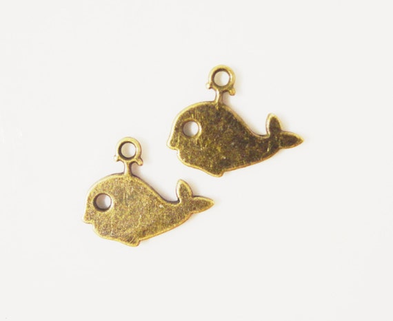 Bronze Whale Charms 14x11mm Antique Brass Tone Metal Fish Ocean Sea Nautical Double Sided Charm Pendant Beach Charms Jewelry Findings 10pcs