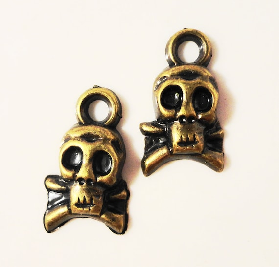 Bronze Skull Charms 17x9mm Antique Brass Tone Metal Plated Acrylic Lightweight Skull and Crossbones Skeleton Charm Pendant Findings 12pcs