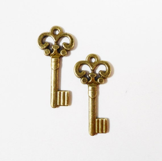 30pcs Bronze Key Charms 21x9mm Antique Brass Key Charms,  Skeleton Key Pendants, Bulk Charms, Wholesale Charms, DIY Wedding Supplies