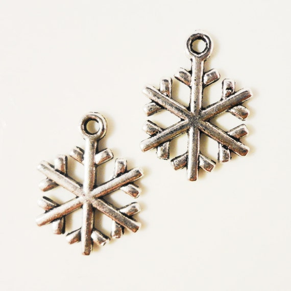 Silver Snowflake Charms 19x15mm Antique Silver Tone Metal Winter Snow Christmas Double Sided Charm Pendant Jewelry Findings 10pcs
