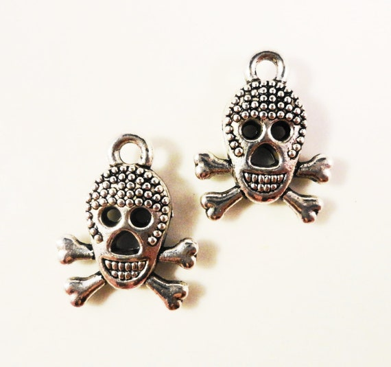 Silver Skull Charms 16x12mm Antique Silver Tone Metal Skull and Crossbones Pirate Skeleton Double Sided Charm Pendant Jewelry Findings 10pcs