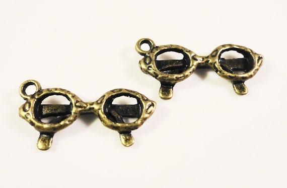 Bronze Sunglasses Charms 21x11mm Antique Brass Tone Metal (Bronze) Glasses Eyeglasses Shades Summer Charm Pendant Jewelry Findings 10pcs