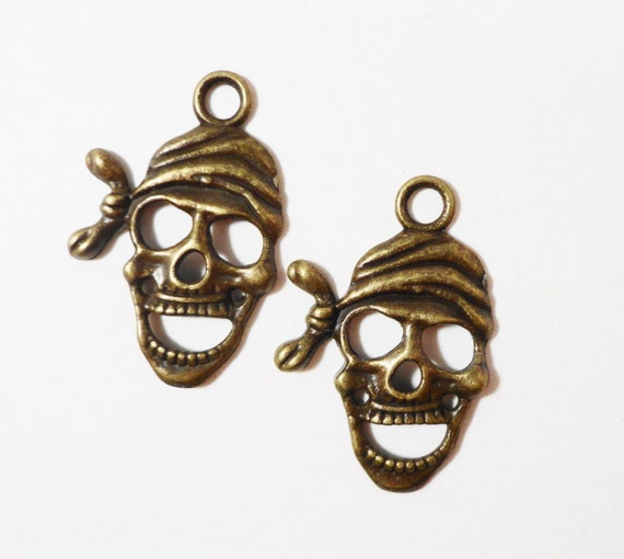Pirate Skull Charms 28x17mm Antique Brass Metal Pirate Skull Pendants, Pirate Charms, Skeleton Charms, Halloween Charms, Jewelry Making 10pc
