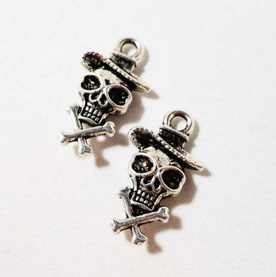 Cowboy Skull Charms 17x10mm Antique Silver Metal Skull and Crossbones Charm Cowboy Charms Western Charms Skeleton Charm Skull Pendant 10pcs