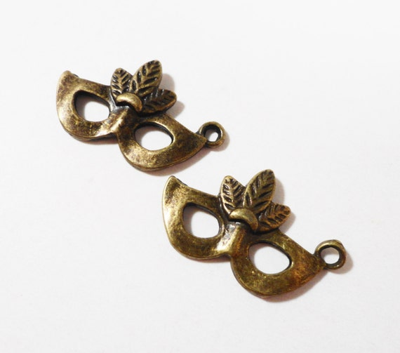 Bronze Mask Charms 25x15mm Antique Brass Metal Mardi Gras Mask Pendants, Masquerade Charms, Halloween Costume Theater Charms, DIY, 10pcs