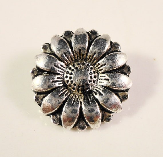 Silver Flower Buttons 17x7mm Antique Silver Tone Metal Shank Buttons, Daisy Buttons, Wrap Bracelet Buttons, Sewing Supplies, 5pcs