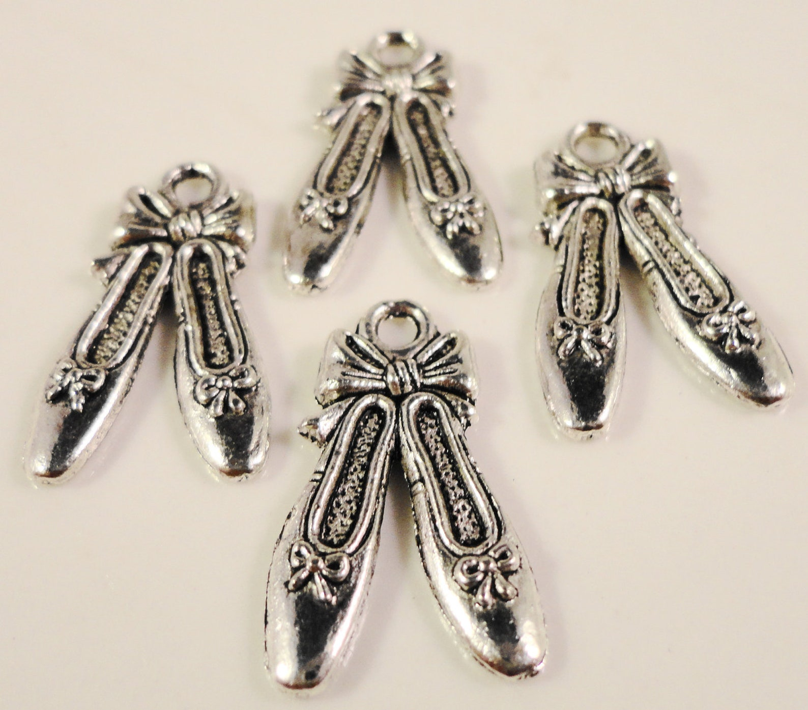 ballet slipper charms 21x12mm antique silver tone metal ballerina slipper shoes charm pendant jewelry findings 10pcs