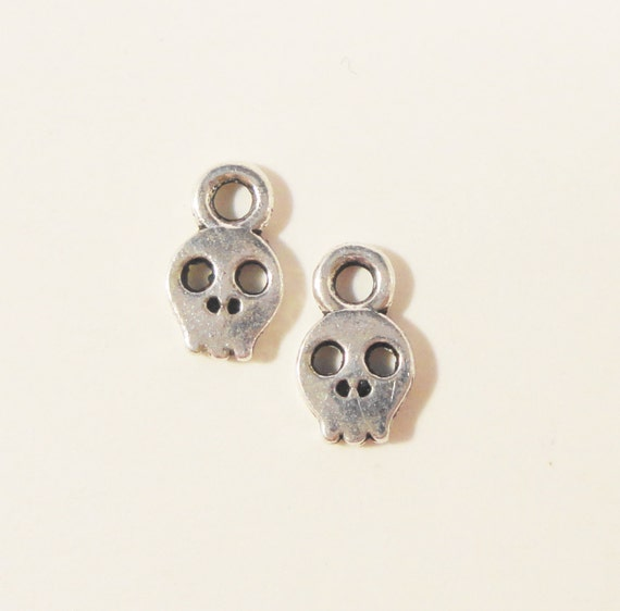 Silver Skull Charms 8x5mm Antique Silver Tone Metal Tiny Skull Skeleton Gothic Halloween Drop Charm Pendant Jewelry Making Findings 20pcs