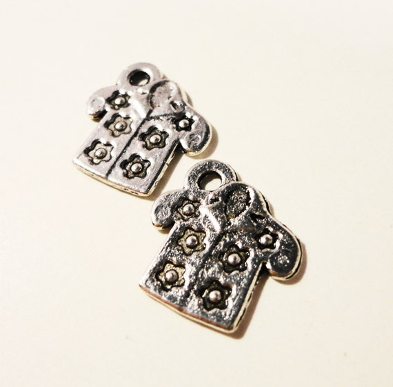 Hawaiian Shirt Charms 15x15mm Antique Silver Metal Tropical Shirt Clothes Charm Pendant Jewelry Making Jewelry Findings 10pcs