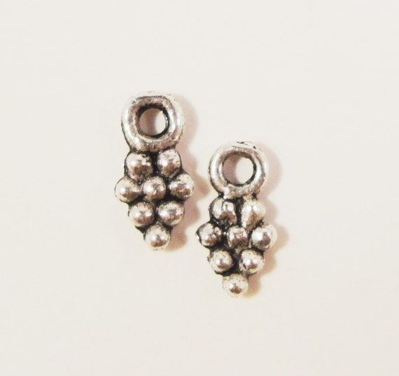 Silver Grape Charms 8x4mm Antique Silver Metal Grape Cluster Drops, Grape Bunch Pendants, Tiny Fruit Charms, Jewelry Findings 20pcs