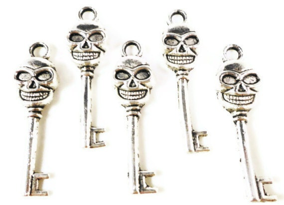 Skeleton Key Charms 33x10mm Antique Silver Tone Metal Skeleton Halloween Skull Key Charms Pendant Lead Free Jewelry Findings 10pcs