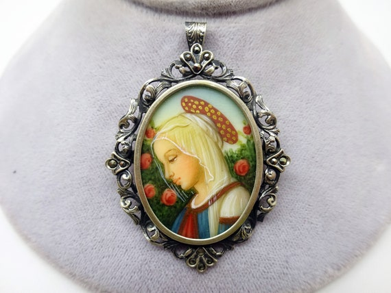 800 Silver Hand Painted Portrait Pin / Pendant (#J
