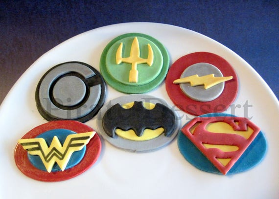JUSTICE LEAGUE MOVIE Edible Superhero Cupcake Toppers Super