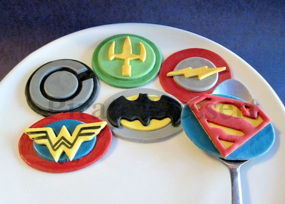 WONDER WOMAN JUSTICE LEAGUE Cake Topper Set Cupcake 24 Pieces plus Birthday Card