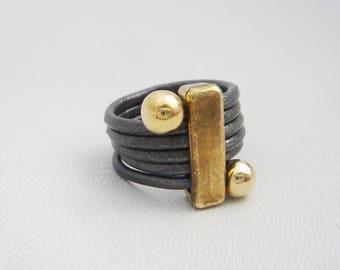 bague en cuir avec apprêts en zamac plaqué or