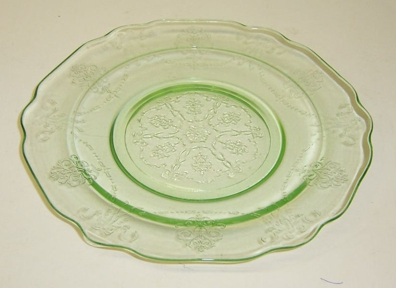 Vintage Depression Glass Green BOWKNOT 7 Inch SALAD PLATE