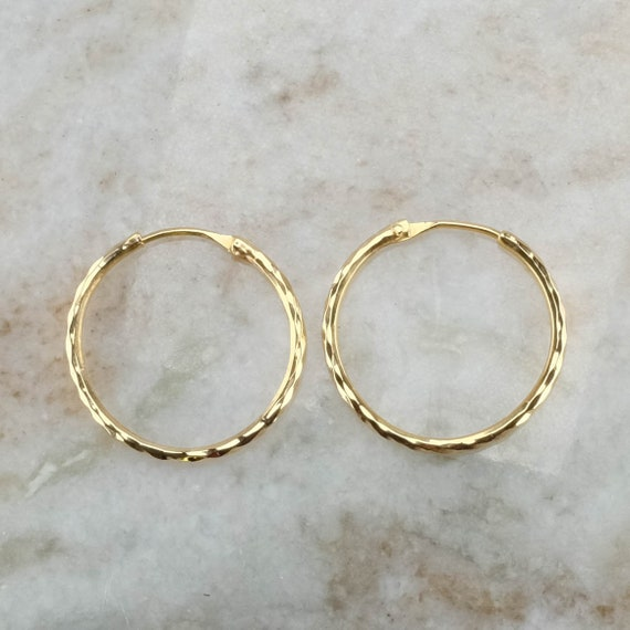 dcd4abdee6b6e 22K Yellow Gold 2.7mm Wide Hammered Round Hoop Earrings - 7.2 grams