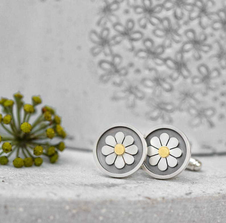 ad498e83f88ce Framed daisy cufflinks in solid silver and 18ct gold