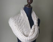 White Infinity Scarf / Cr...