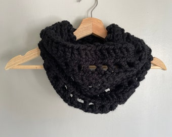 Black Scarf Women, Chunky Knit Scarf Infinity Scarf for Women, Christmas Gift for Mom from Daughter, Stocking Stuffer for Teens, Crochet