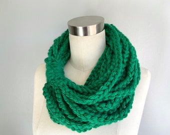 Kelly Green Chain Scarf Necklace for Women, Xmas Gifts for Mom from Daughter, Plant Mom Gift, Christmas Presents for Friends, Layered Scarf