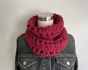 Maroon Scarf Women, Chunky Knit Scarf Infinity Scarf for Women, Christmas Gift for Mom from Daughter, Stocking Stuffer for Teens, Crochet