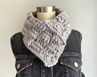 Triangle Infinity Scarf, Personalized Gift, Chunky Knit Scarf for Mom, Stocking Stuffer for Teens, 2021 Christmas Gift for Wife from Husband