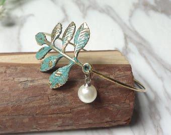 Leaf Bangle, Leaf Bracelet, Stackable Bangle, Charm Bangle, Bridesmaid Bangle, Bridesmaid jewelry 0449