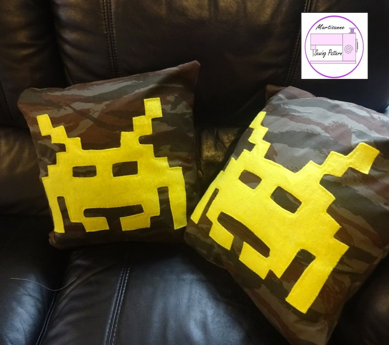Retro Gaming Cushion pdf sewing pattern, gift for gamer, alien pillow  pattern, sewing for a geek, nerd home decor, envelope back pillow, 80s