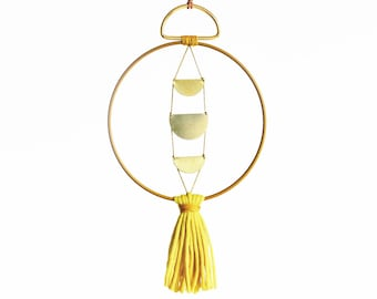 WALLHANGING LOOP • brass & yellow • mobile brass