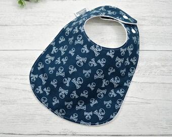 Skull and crossbones baby gift, blue baby bib, pirate lover gift, newborn baby gift, handmade baby shower gift, gift under 20, first bib