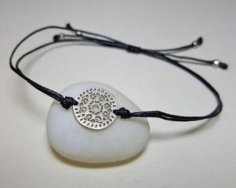 Disc Bracelet, Dainty Circle Bracelet, Everyday Bracelets, String Bracelet with Charm, Charm Bracelet Sterling Silver, String Bracelet