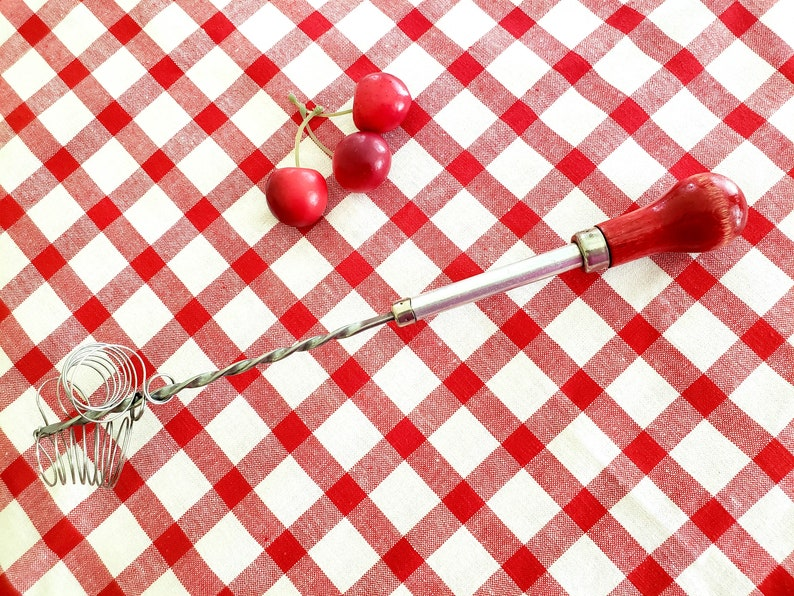 Single Beater Stainless Steel Wood Red Handle Egg Beater Whisk Retro Push Hand Mixer 1950/'s Farmhouse Red Kitchen Decor FREE SHIPPING