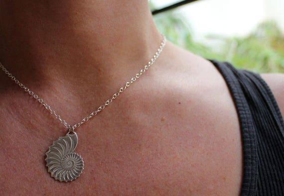 Silber Nautilus Halskette nautile Schnecke Muschel Anhänger Spirale Fraktal Ammonit Meer Ozean Strand graviert NAUTILOIDE